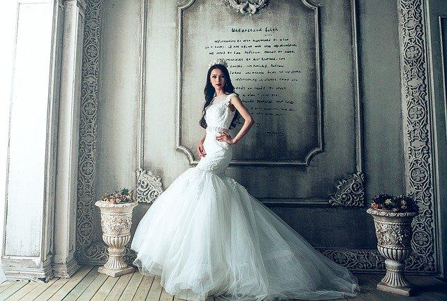 kobaltowa sukienka