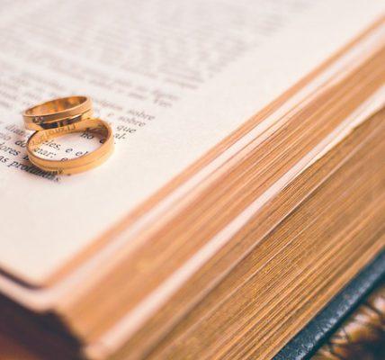 Obrączki ślubne - jak wybierać i co brać pod uwagę podczas zakupu?